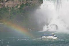 Meisje van mist+rainbow stock foto's