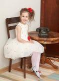 Meisje van oude telefoon Royalty-vrije Stock Afbeeldingen