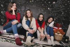 Meisje vier op een mooi Nieuwjaar Stock Fotografie
