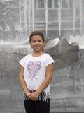 Meisje voor een fontein stock afbeelding