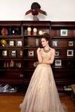 Meisje voor inzameling van curiosities royalty-vrije stock foto
