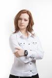 Meisje in witte blouse die, over gekruiste wapens bevinden zich Royalty-vrije Stock Foto