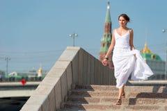 Meisje in witte kleding royalty-vrije stock fotografie