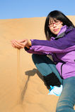 Meisje in woestijn Royalty-vrije Stock Afbeelding