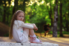 Meisje in zonnig park Royalty-vrije Stock Fotografie