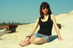 Meisje in zwarte tanktop Stock Fotografie