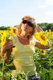 Meisje in zwarte zonnebril Stock Foto