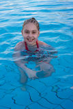Meisje in zwembad Royalty-vrije Stock Fotografie