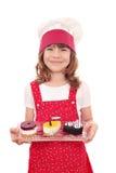 Meisjekok met zoete cakes Stock Afbeeldingen