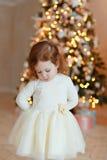 Meisjelok droevig bij Kerstmis Stock Foto's