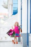 Meisjemanier met pakketten bij de Wandelgalerij Royalty-vrije Stock Foto's