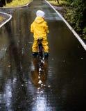 Meisjerit op fiets Stock Foto