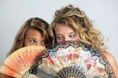 Meisjes achter ventilators royalty-vrije stock foto's