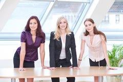 Meisjes in bedrijfsuitrusting Stock Foto
