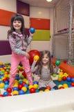 Meisjes bij de speelplaats Stock Afbeelding