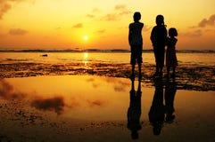 Meisjes bij zonsondergang Stock Foto