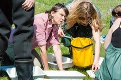 Meisjes in biologieexcursie Royalty-vrije Stock Afbeelding