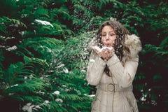 Meisjes blazende sneeuw Stock Foto's