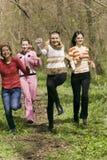 Meisjes in Bos stock afbeeldingen