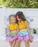 Meisjes in de Aanpassing van Kostuums, Halloween Royalty-vrije Stock Afbeelding