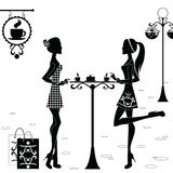 Meisjes in de Koffie na het Winkelen Royalty-vrije Stock Afbeelding