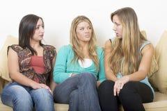 Meisjes die 3 babbelen Stock Foto's
