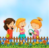 Meisjes die bij de tuin spreken royalty-vrije illustratie