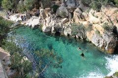 Meisjes die in de rivier zwemmen Royalty-vrije Stock Afbeeldingen
