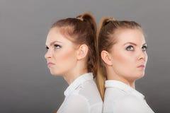 Meisjes die door conflict in hun verhouding gaan stock afbeelding
