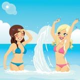 Meisjes die Ploeterend Water spelen vector illustratie