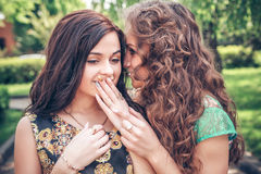 Meisjes die pret hebben buiten Royalty-vrije Stock Foto