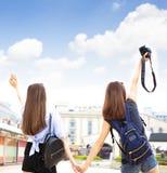 Meisjes die pret op de zomervakanties hebben Royalty-vrije Stock Afbeelding