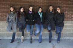 Meisjes die uit hangen royalty-vrije stock afbeelding