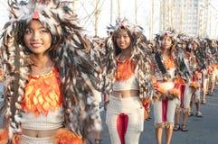 Meisjes in een parade Stock Afbeeldingen