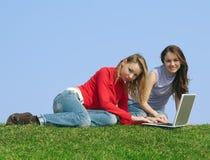 Meisjes en een computer Stock Foto