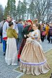 Meisjes en jongen in historische kostuums Stock Afbeelding