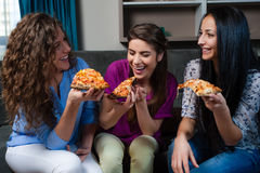 Meisjes en pizzanacht Stock Afbeelding