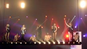 Meisjes hardop op het bewegende stadium Royalty-vrije Stock Afbeelding