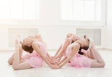 Meisjes het dansen ballet in studio Royalty-vrije Stock Afbeelding