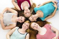 Meisjes het liggen Stock Fotografie