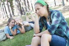 Meisjes het roddelen Stock Foto