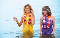Meisjes in het water stock foto