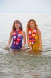 Meisjes in het water stock fotografie