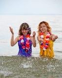 Meisjes in het water stock foto's