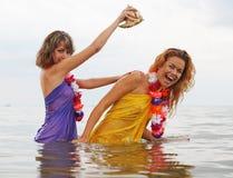 Meisjes in het water royalty-vrije stock foto