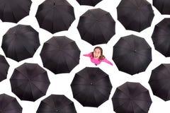 Meisjes iamongst paraplu's Royalty-vrije Stock Afbeeldingen