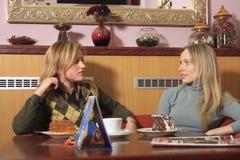 Meisjes in koffie Royalty-vrije Stock Afbeeldingen