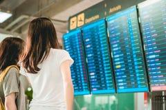 Meisjes in luchthaven Stock Afbeelding