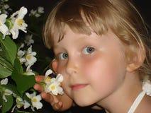 Meisjes met bloem 2 Stock Afbeelding
