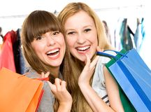 Meisjes met het winkelen zakken royalty-vrije stock fotografie
